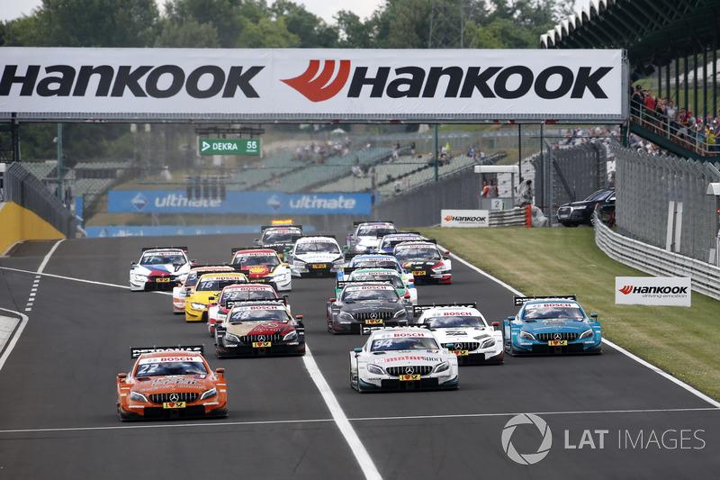 У другій гонці п'ять машин Mercedes стартували з перших місць