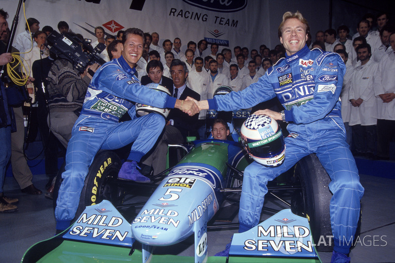 Michael Schumacher,Benetton and J.J. Lehto ve Richard Grundy, Flavio Briatore, Jos Verstappen