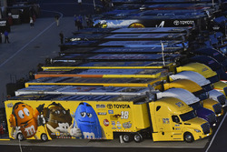 Camion di Kyle Busch, Joe Gibbs Racing, Toyota Camry M&M's M&M's Red Nose Day