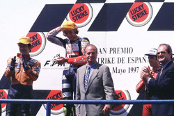 Podium : le vainqueur Valentino Rossi, Aprilia, le deuxième Noboru Ueda, Honda, le troisième Jorge Martinez
