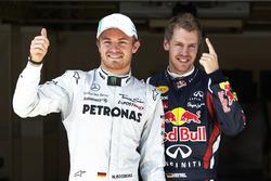 Pole de Sebastian Vettel, Red Bull Racing, con Nico Rosberg , Mercedes AMG F1