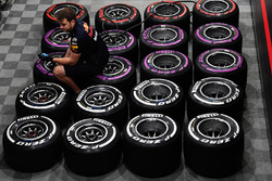 Meccanico Red Bull Racing e pneumatici Pirelli