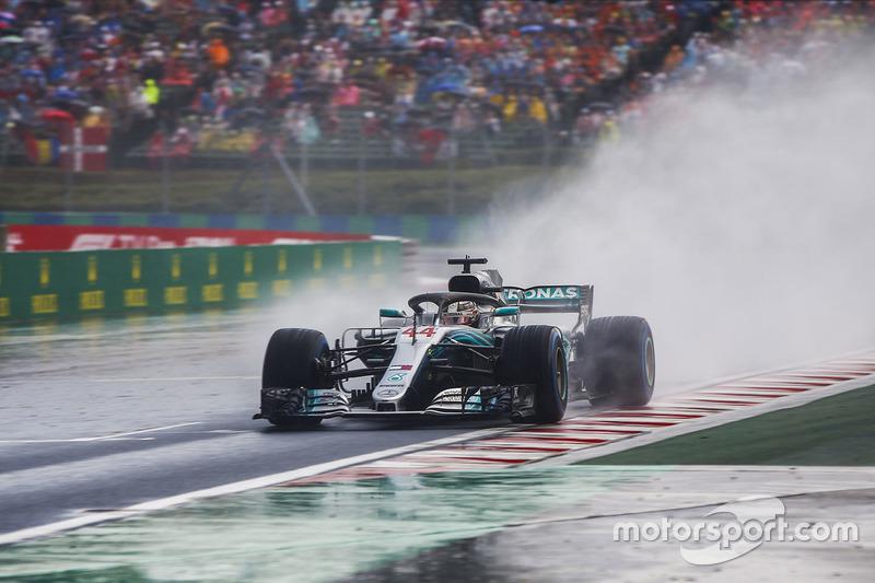 1: Льюис Хэмилтон, Mercedes AMG F1 W09 – 1:35.658