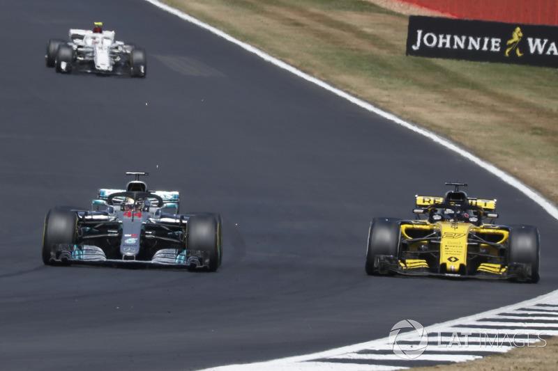 По ходу гонки пилоты 28 раз обгоняли друг друга в споре за позицию. 12 из них на счету Хэмилтона, который после стартового столкновения прорвался с 17-го места на второе.