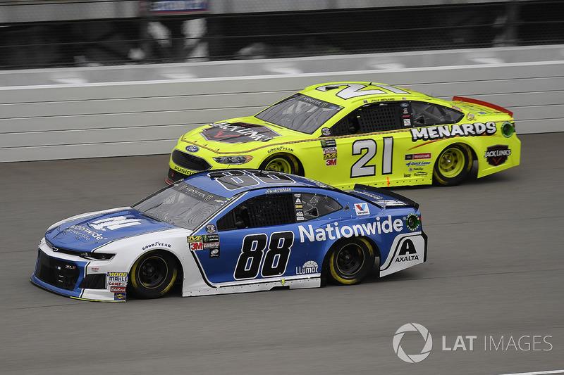 Alex Bowman, Hendrick Motorsports, Chevrolet Camaro Nationwide e Paul Menard, Wood Brothers Racing