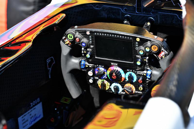 Volante del Haas F1 Team VF-18