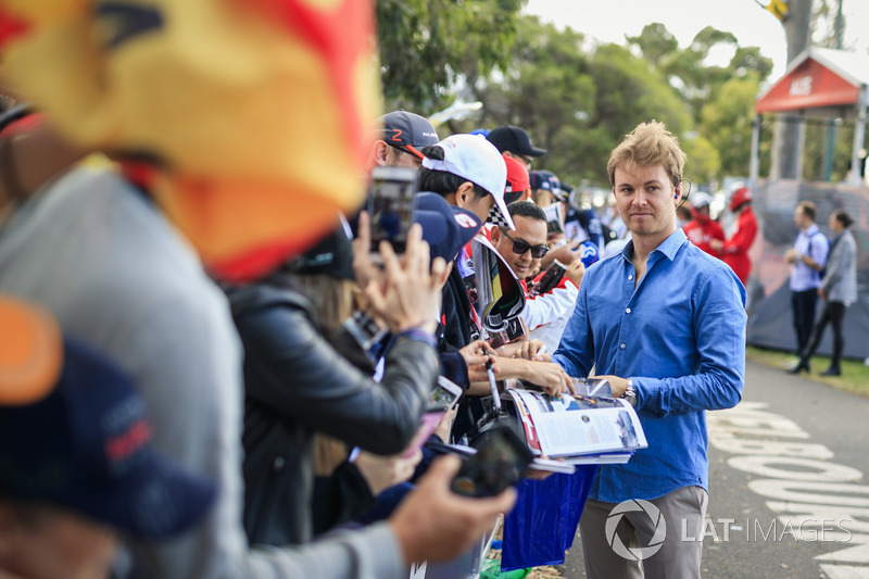 Nico Rosberg, Mercedes-Benz Ambassador signs autographs for the fans