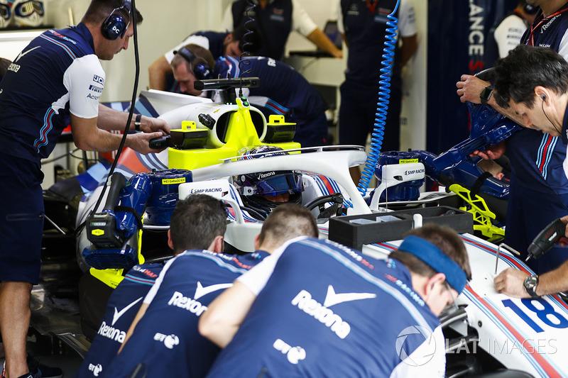 Lance Stroll, Williams FW41 Mercedes, in the garage