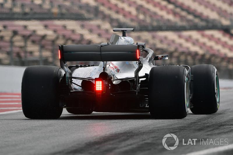Lewis Hamilton, Mercedes-AMG F1 W09 con luces traseras