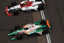 Конор Дэли, Dale Coyne Racing dba Thom Burns Racing Honda, и Кайл Кайзер, Juncos Racing Chevrolet