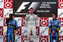 Podio: segundo lugar Giancarlo Fisichella, Renault; ganador de la carrera Kimi Raikkonen, McLaren y tercer lugar Fernando Alonso, Renault