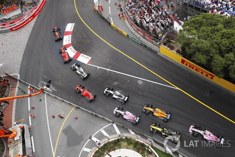 Даниэль Риккардо, Red Bull Racing RB14, Себастьян Феттель, Ferrari SF71H, и Льюис Хэмилтон, Mercedes AMG F1 W09