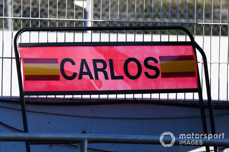 La pit board di Carlos Sainz Jr., McLaren