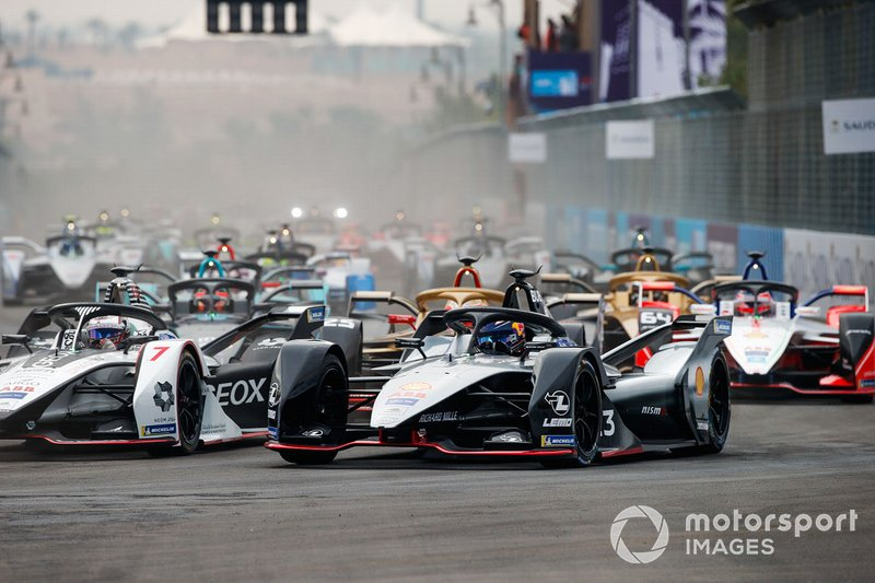 Sébastien Buemi, Nissan e.Dams, Nissan IMO1 battles with Jose Maria Lopez, GEOX Dragon Racing, Penske EV-3 at the start