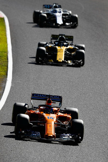 Fernando Alonso, McLaren MCL33, leads Nico Hulkenberg, Renault Sport F1 Team R.S. 18, and Lance Stroll, Williams FW41