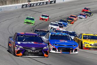 Denny Hamlin, Joe Gibbs Racing, Toyota Camry FedEx Office and #1: Jamie McMurray, Chip Ganassi Racing, Chevrolet Camaro Sherwin-Williams