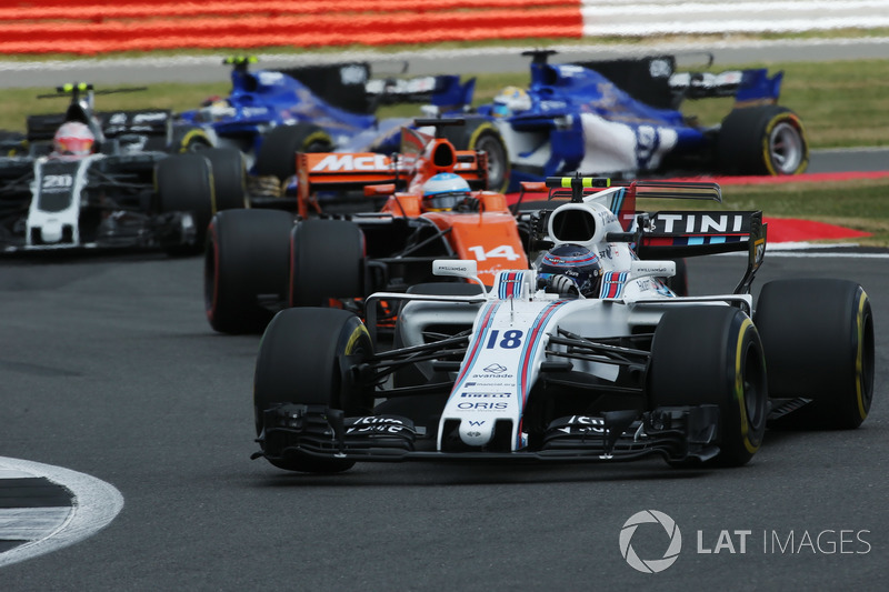 Ленс Стролл, Williams FW40, Фернандо Алонсо, McLaren MCL32, Кевін Магнуссен, Haas F1 Team VF-17