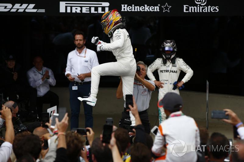 Ganador de la carrera Lewis Hamilton, Mercedes AMG F1