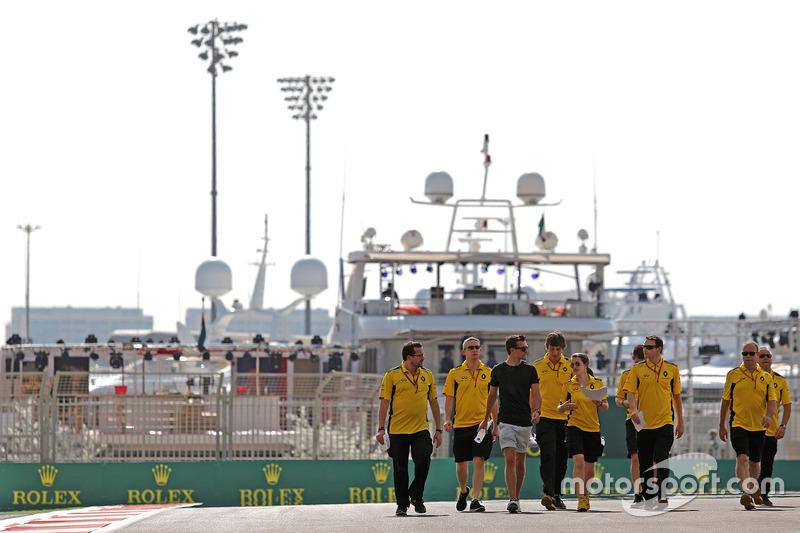 Trackwalk: Jolyon Palmer, Renault Sport F1 Team