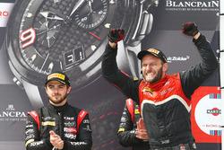 1. #17 Team WRT, Audi R8 LMS: Stuart Leonard, Robin Frijns, mit Teammitglied