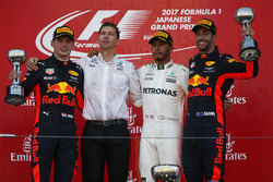 Winner Lewis Hamilton, Mercedes AMG F1 with James Vowles, Strategist, Mercedes AMG F1, Max Verstappen, Red Bull Racing, Daniel Ricciardo, Red Bull Racing