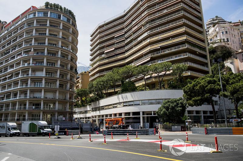 260,520 км – гоночная дистанция Гран При Монако. Из-за низкой средней скорости только на этапе в Монако длина гонки существенно короче, чем на прочих Гран При