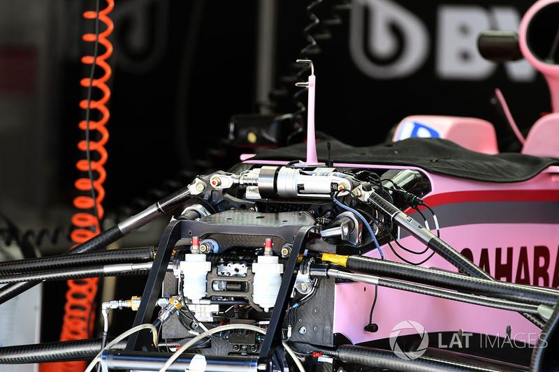 Sahara Force India VJM10 detalle frontal de chasis y suspensión