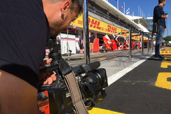 Iker Viana, cámara de televisión de Movistar + F1, en acción