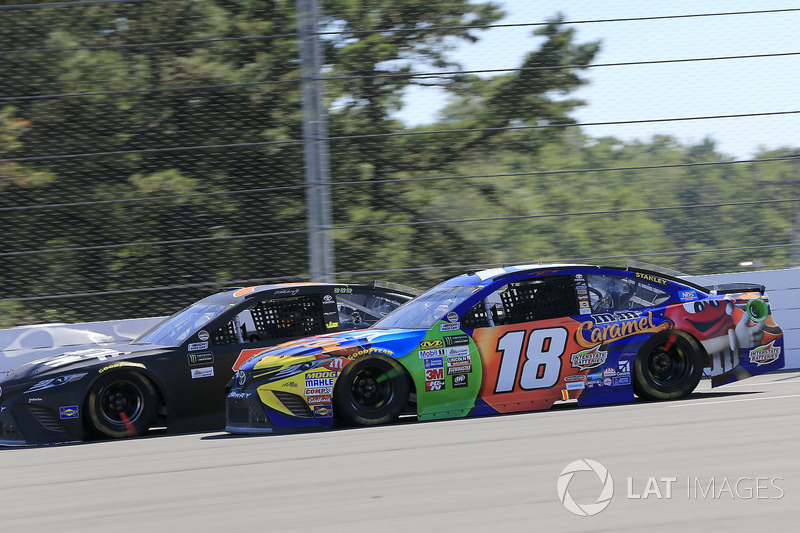 Kyle Busch, Joe Gibbs Racing Toyota,Martin Truex Jr., Furniture Row Racing Toyota