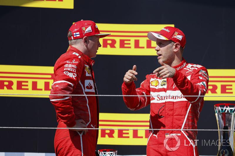 Podio: ganador de la carrera Sebastian Vettel, Ferrari y el segundo lugar Kimi Raikkonen, Ferrari