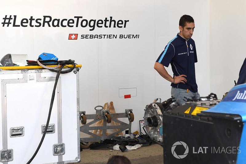Sébastien Buemi, Renault e.Dams en el garaje