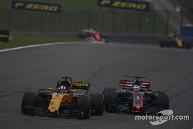 Nico Hülkenberg, Renault Sport F1 Team RS17; Romain Grosjean, Haas F1 Team VF-17