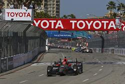 James Hinchcliffe, Schmidt Peterson Motorsports, Honda, fährt über die Ziellninie