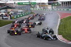 Lewis Hamilton, Mercedes AMG F1 W08, Valtteri Bottas, Mercedes AMG F1 W08, Sebastian Vettel, Ferrari SF70H, Max Verstappen, Red Bull Racing RB13, the rest of the field at the start