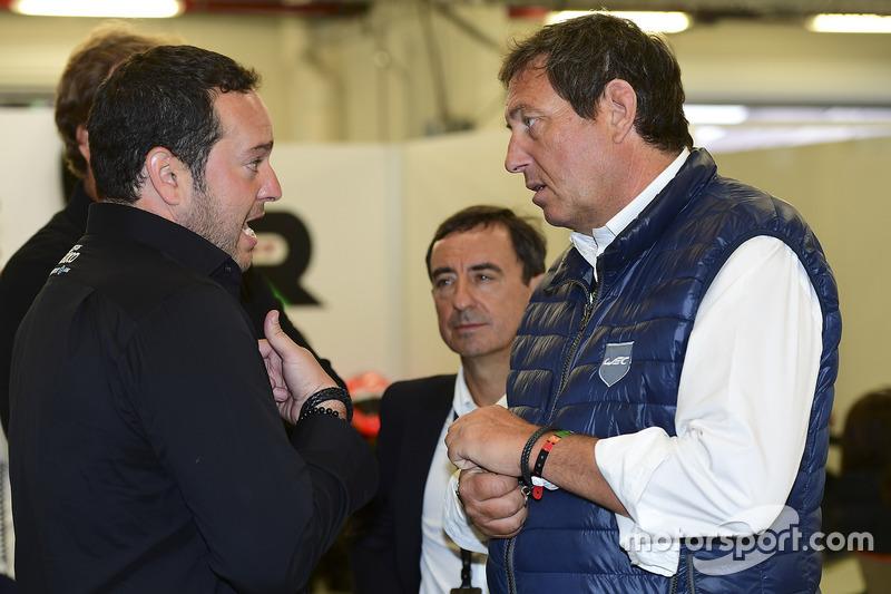 Ricardo Gonzalez, RGR Sport by Morand talking to Gérard Neveu, FIA WEC CEO