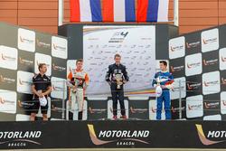 Richard Verschoor, Red Bull junior op het podium met Jarno Opmeer