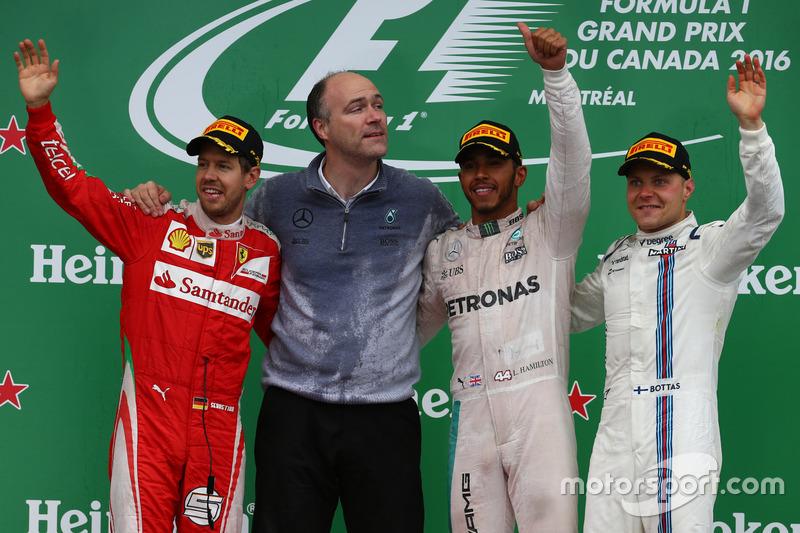 Перше місце - Льюїс Хемілтон, Mercedes AMG F1 W07, друге місце Себастьян Феттель, Scuderia Ferrari S
