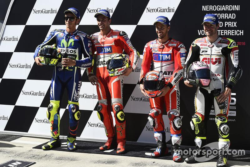 Il poleman Andrea Iannone, Ducati Team, il secondo qualificato Valentino Rossi, Yamaha Factory Racing, il terzo qualificato Andrea Dovizioso, Ducati Team e Cal Crutchlow, Team LCR Honda