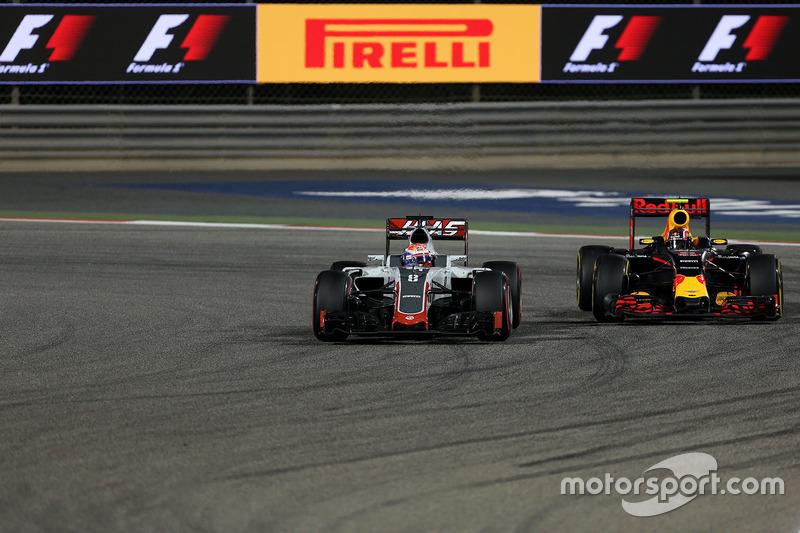 Romain Grosjean, Haas F1 Team VF-16 und Daniil Kvyat, Red Bull Racing RB12
