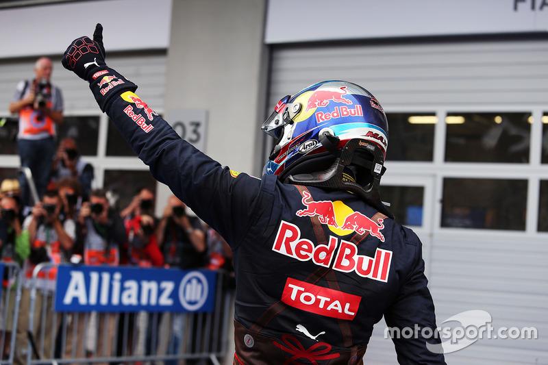 Max Verstappen, Red Bull Racing festeggia il suo secondo posto nel parco chiuso