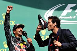 Podium: Daniel Ricciardo, Red Bull Racing with Mark Webber