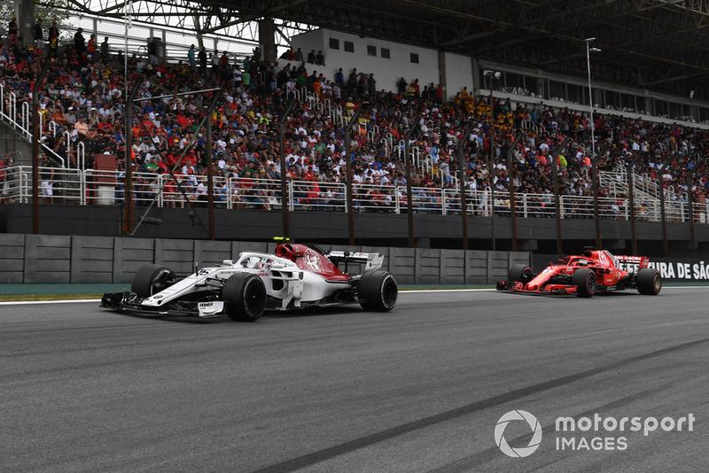 Charles Leclerc, Sauber C37 y Sebastian Vettel, Ferrari SF71H