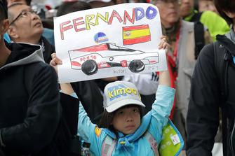 Un jeune fan de Fernando Alonso, Toyota Gazoo Racing