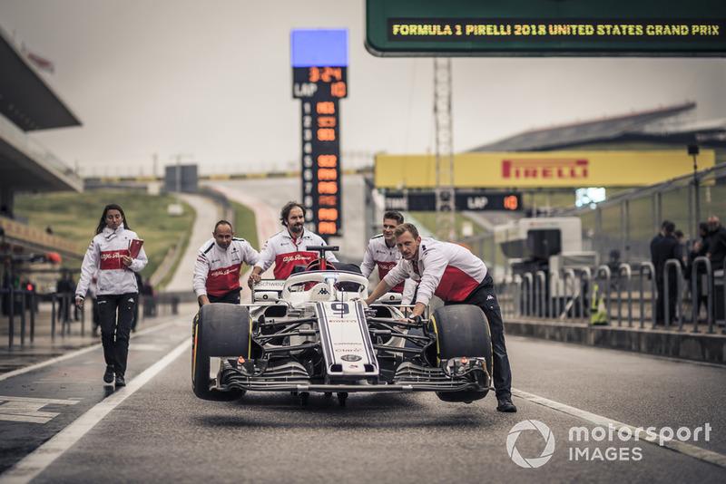 Механіки Alfa Romeo Sauber F1 Team, Alfa Romeo Sauber C37