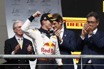 Max Verstappen, Red Bull Racing, arrive sur le podium