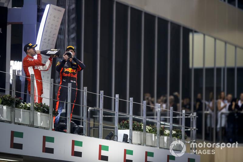 Макс Ферстаппен в 22-й раз поднялся на подиум в Ф1 – такого же успеха добился Рене Арну. Раньше Макс никогда не поднимался на подиум в стране, где действовал запрет на употребление алкоголя