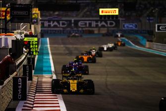 Carlos Sainz Jr., Renault Sport F1 Team R.S. 18, leads Pierre Gasly, Scuderia Toro Rosso STR13, and Fernando Alonso, McLaren MCL33