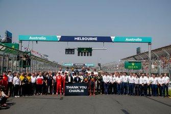 Pilotos, personal del equipo y miembros de la FIA se reúnen para rendir homenaje al fallecido Charlie Whiting, Director de Carrera, FIA