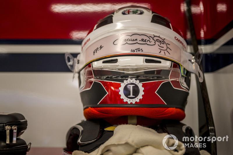 Charles Leclerc, Sauber helmet