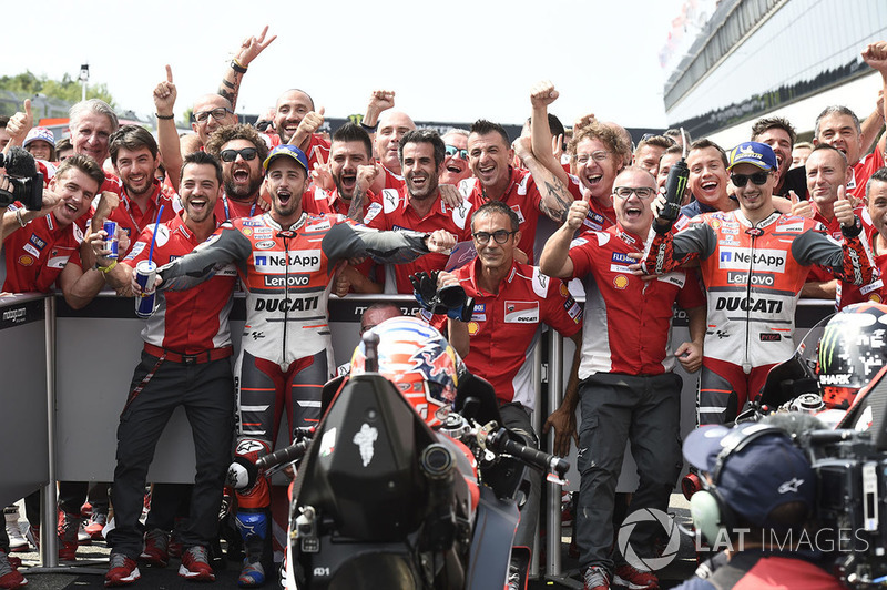 Ganador de la carrera Andrea Dovizioso, Ducati Team, 2º Jorge Lorenzo, Ducati Team